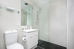A bathroom at Apartment Bridge Street 4 CLD01