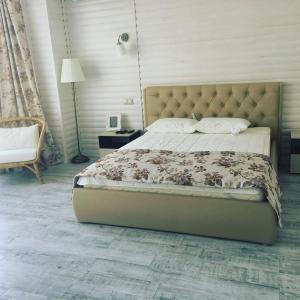 Кровать или кровати в номере Коттедж Агой