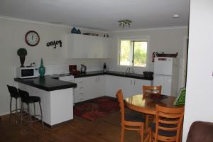 A kitchen or kitchenette at Francisca's Cottage