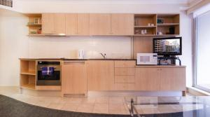 A kitchen or kitchenette at Apartment Kent street PI702