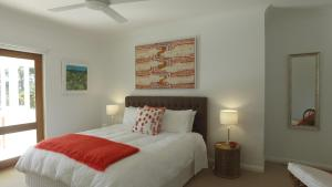 A bed or beds in a room at The Ridge Retreat at Mollymook