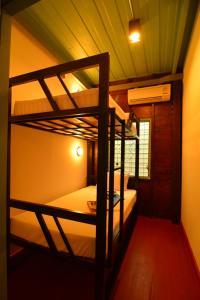 Ein Etagenbett oder Etagenbetten in einem Zimmer der Unterkunft La Moon Hostel