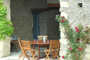 A porch or other outdoor area at Les Roses d'Autan