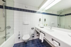 A bathroom at Novum Hotel Kavalier