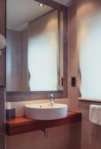 A bathroom at The Caleta Hotel Self-Catering Apartments