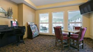 A television and/or entertainment center at Best Western Plus Columbia River Inn