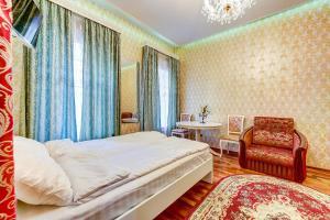 Кровать или кровати в номере The Novel
