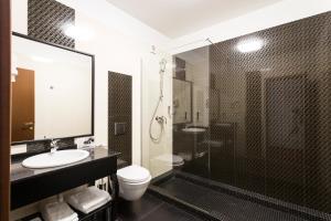 A bathroom at Ganzo Boutique Hotel