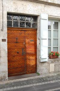 The facade or entrance of Jardins Secrets