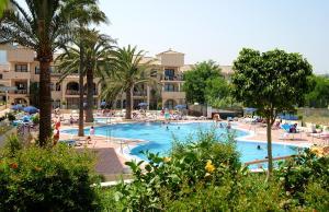 Het zwembad bij of vlak bij Hotel Puente Real