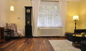 A seating area at Atmospheric Quiet Apartment