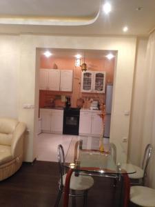 Кухня или мини-кухня в Апартаменты ЕвропаАзия