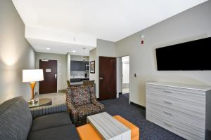 A seating area at Homewood Suites by Hilton Orlando Theme Parks