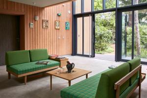 A seating area at Eden Lodge Paris