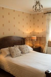 A bed or beds in a room at Malin Head View B&B / Apartments