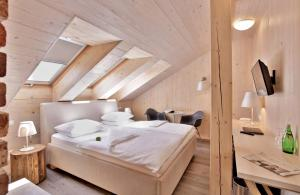 A bed or beds in a room at Absolutum Wellness Hotel
