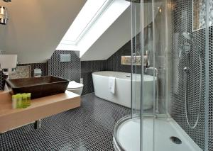 A bathroom at Absolutum Wellness Hotel