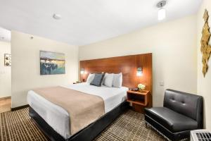 A bed or beds in a room at Ellis Island Hotel Casino & Brewery