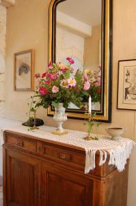 A kitchen or kitchenette at Jardins Secrets