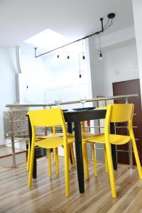 Restauracja lub miejsce do jedzenia w obiekcie Attic Studio City Center