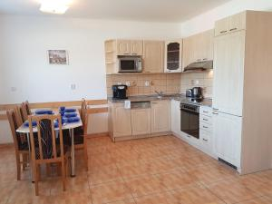 A kitchen or kitchenette at Lipnoapartments 88