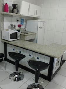 A kitchen or kitchenette at Flat Avenida Oceânica Barra