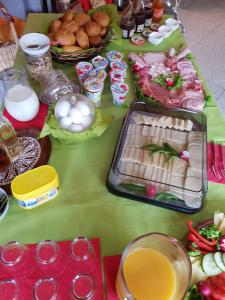 Breakfast options available to guests at Zur Traube