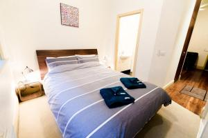 A bed or beds in a room at Flinders Lane Superior Studio Apartment