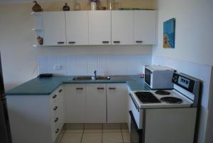 A kitchen or kitchenette at BRIGADINE TUGUN, UNIT 2