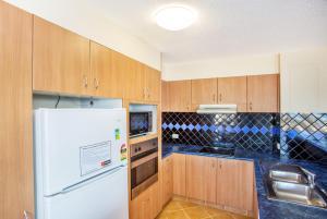 A kitchen or kitchenette at THE ROCKS RESORT, UNIT 9J