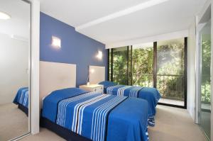 A bed or beds in a room at THE ROCKS RESORT, UNIT 3C