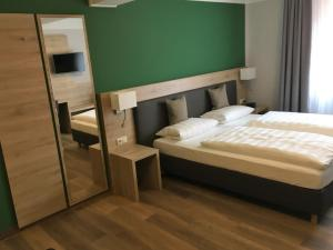 A bed or beds in a room at Pension Eberl