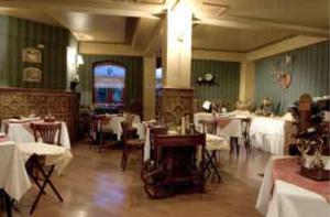 Un restaurante o sitio para comer en Hotel Isla Rey Jorge