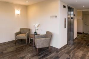 A seating area at Hampton Inn Channel Islands Harbor