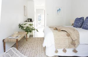 A bed or beds in a room at Satara Byron Bay