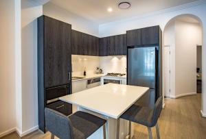 A kitchen or kitchenette at Hotel 46