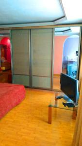 Телевизор и/или развлекательный центр в Апартаменты на Ленина 26