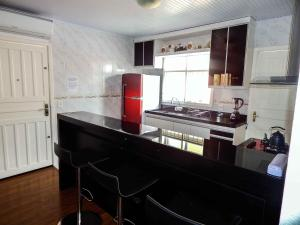 A kitchen or kitchenette at Glamour Gramado Residence