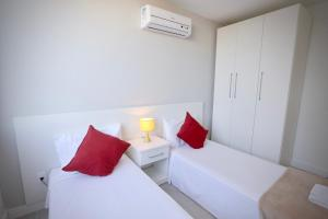 A bed or beds in a room at Sugar Loft Apartments
