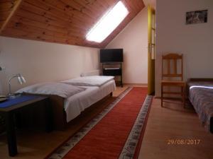 Łóżko lub łóżka w pokoju w obiekcie Akacjowa