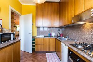 A kitchen or kitchenette at Appartamento 160 mq