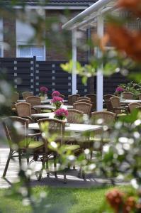 Ein Restaurant oder anderes Speiselokal in der Unterkunft Hotel Landhaus Dierkow
