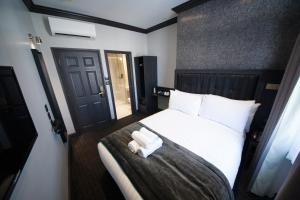A bed or beds in a room at The Duke Rooms London