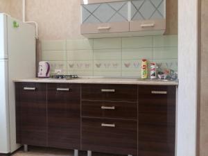 Кухня или мини-кухня в Апартаменты на Навагинской 16