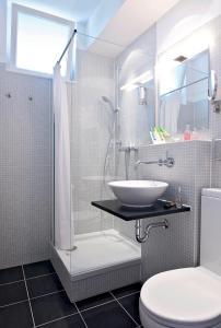 A bathroom at Art'Appart Suiten