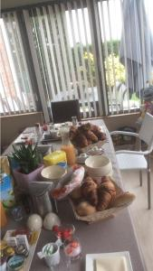 Breakfast options available to guests at B&B Eb & Vloed