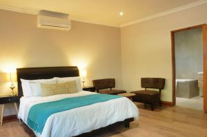 A bed or beds in a room at ilanda Guest House