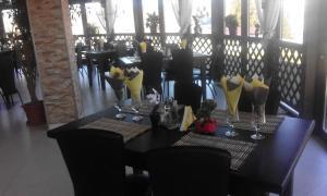 Un restaurant sau alt loc unde se poate mânca la Cabana Deltei