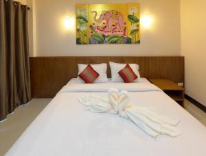 Ein Bett oder Betten in einem Zimmer der Unterkunft Lampang Vintage