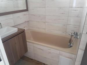 Kúpeľňa v ubytovaní Apartmány u skanzenu